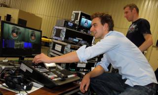 1. Kameramann Malte Ebers (TVN) und Broadcast Techniker Volker Baden (Video Data) beim Aufbau in Houston (USA)