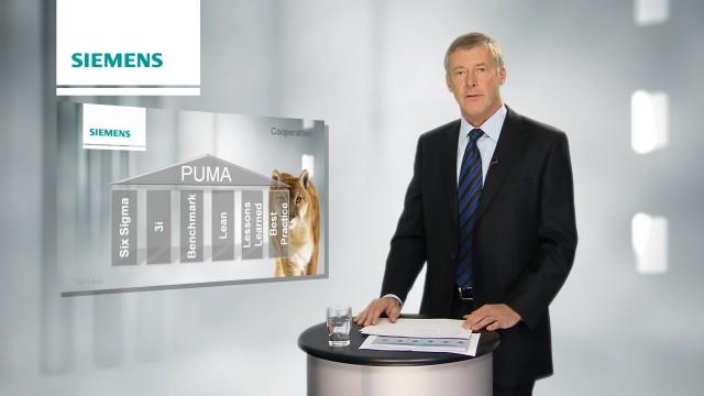 Tom Blades (CEO SIEMENS EO) vor der Green Screen während der Aufnahme und auf Sendung im virtuellen Web TV Studio